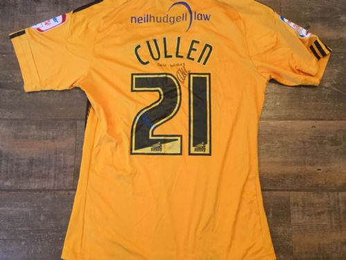 2010 2011 Hull City Cullen Match Un Worn Home Poppy Football Shirt